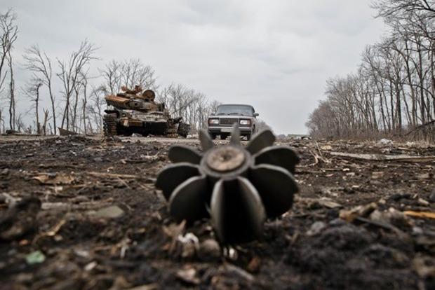 Боевики открывали огонь изгранатометов, один украинский военный ранен— День вАТО