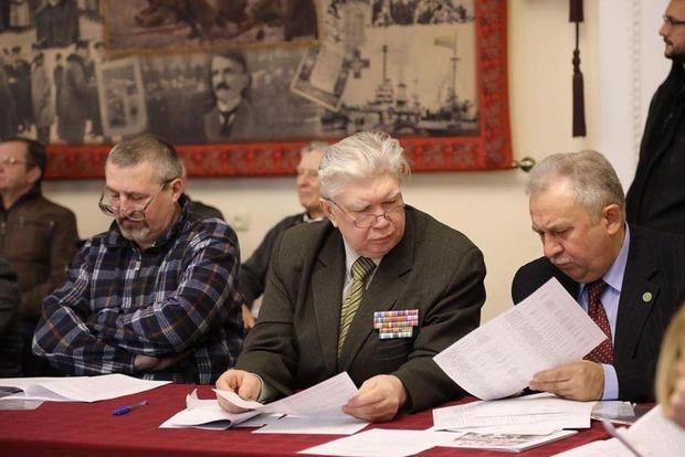 Ветеран АТО разбил лицо генералу Виктору Палию за «колорадскую ленту»