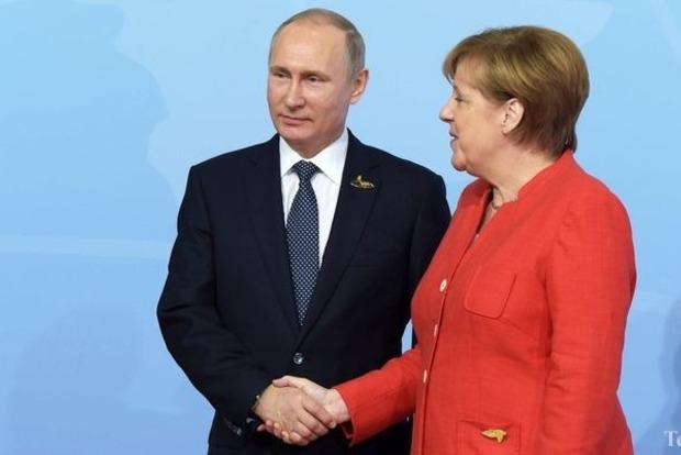 Путин пожаловался Меркель на акты агрессии в Сирии