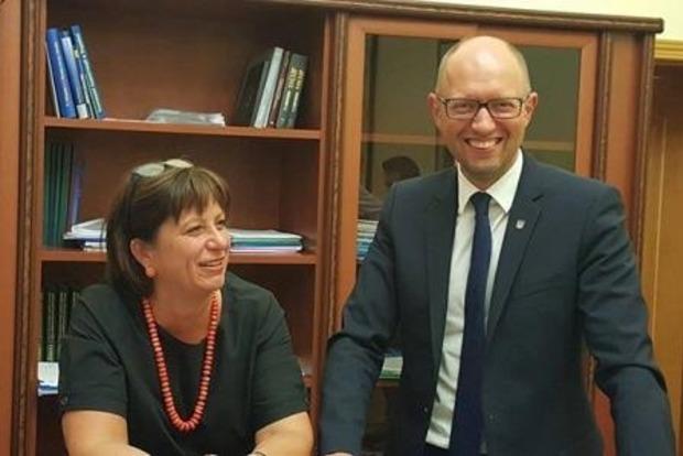 Яценюк надеется, что закон о реструктуризации госдолга проголосуют в Раде завтра