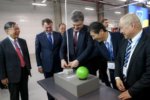 Порошенко открыл во Львове японский завод электрооборудования