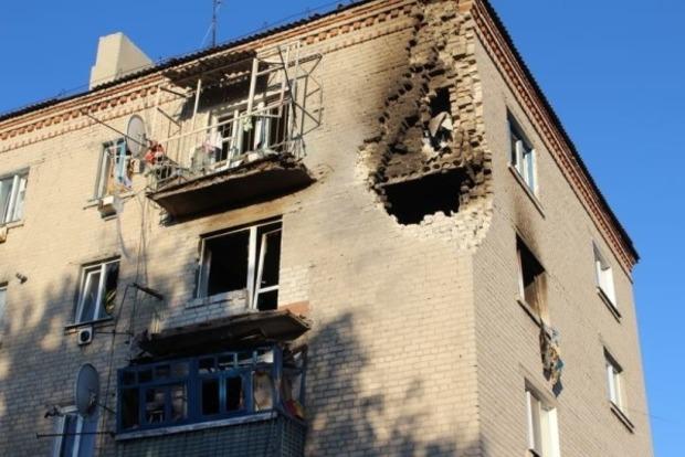 В Сватово начали восстанавливать поврежденные многоэтажки