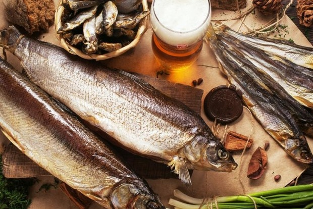 В Киеве временно запретили продавать вяленую рыбу промышленного производства из-за отравлений