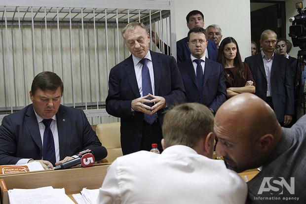 Поддержать в суде подозреваемого в госперевороте Лавриновича пришли нардепы Ларин, Скорик, Новинский и Вилкул