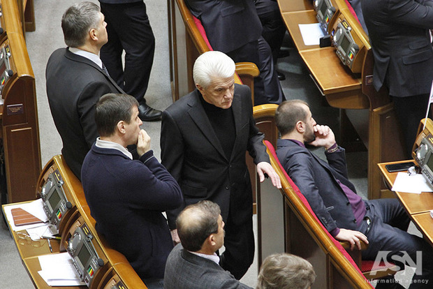 Волю народа могут распустить: Литвин выходит из группы