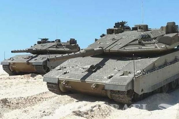 Танки Израиля нанесли удар по позициям ХАМАС в секторе Газа