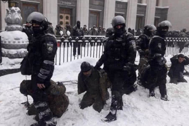 В лучших традициях Януковича: суд не разрешал сносить палаточный городок под Радой