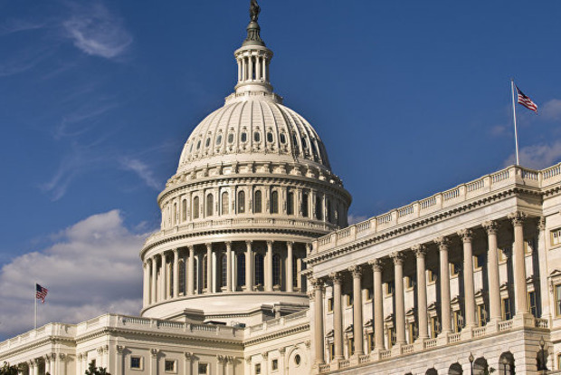 Сенатор звинувачений в домаганнях позбудеться роботи