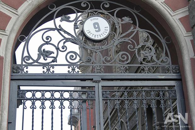 Вал исков в Конституционный суд: эксперт раскритиковал закон о кредитовании