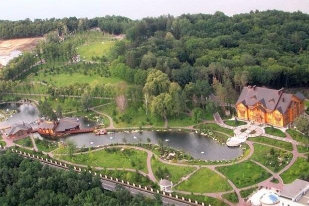 Суд арестовал легендарный дом Виктора Януковича