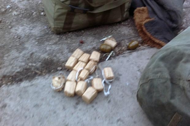 В Красноармейске у мужчины в рюкзаке обнаружили гранаты и патроны к автомату