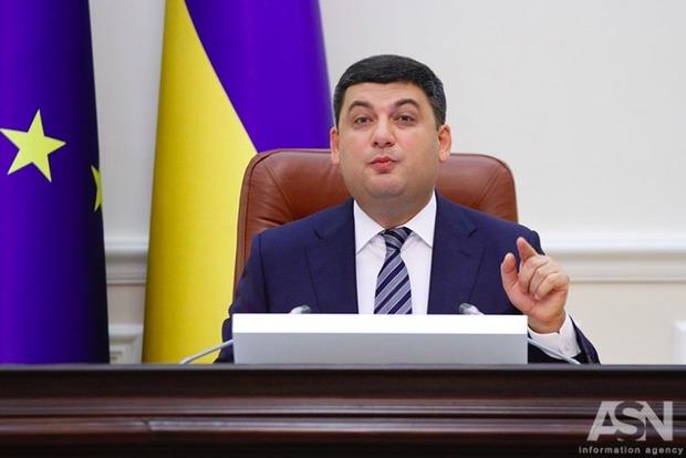 Премьер пообещал повысить пенсии в конце октября, несмотря на саботаж Рады