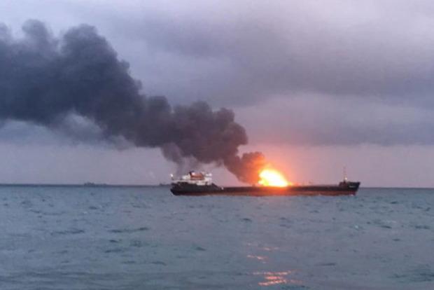 Більше десяти людей загинули при загорянні танкерів біля Керченської протоки