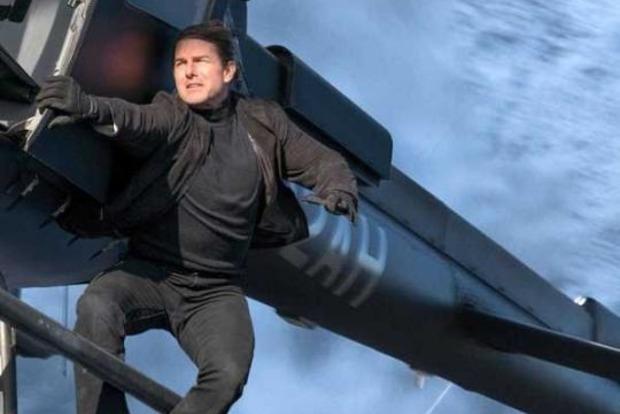 Лопасти вертолета едва не снесли голову Тому Крузу