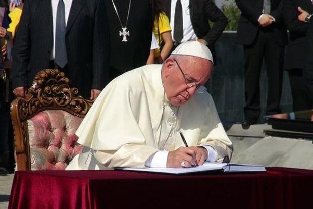 Папа римский Франциск оправдался зазасыпания вовремя молитв