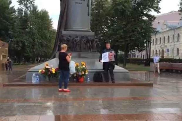 Олег, живи! В Москве прошел флешмоб в поддержку Сенцова