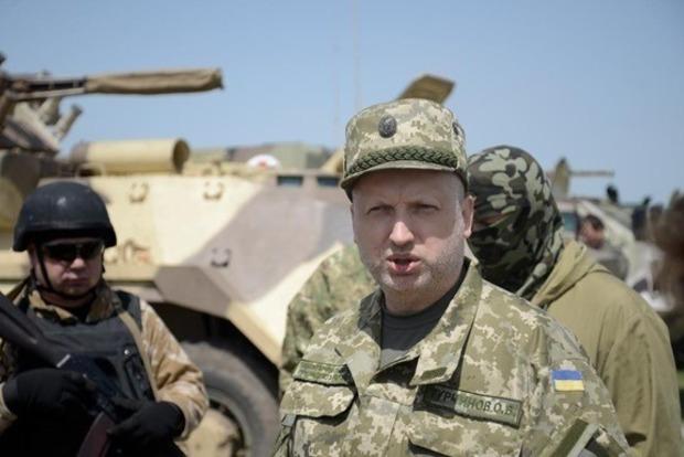 Семь бойцов ВСУ погибли, более 140 были ранены в мае из-за обстрелов боевиков – Турчинов