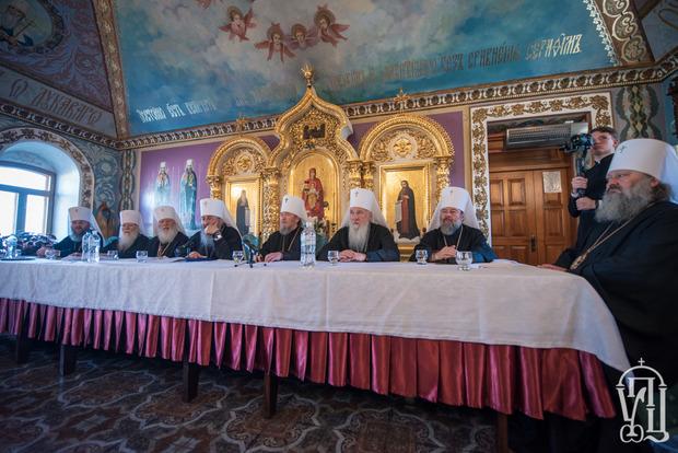 УПЦ МП проводит свой Синод. Порошенко не пришел