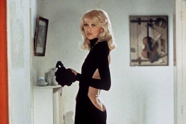 Скончалась звезда «Высокого блондина в черном ботинке» Мирей Дарк