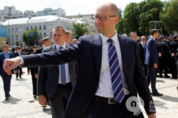 Яценюк: Без принятия пакета по реструктуризации Украину ждет дефолт