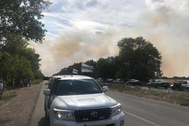 Возле оживленного КПП на Донбассе начали взрываться мины