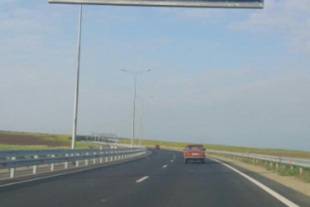 Аж балки погнулись: В Сети высмеивают загруженность Крымского моста