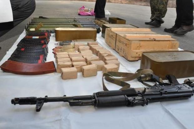 Под Днепропетровском в авто обнаружили арсенал оружия
