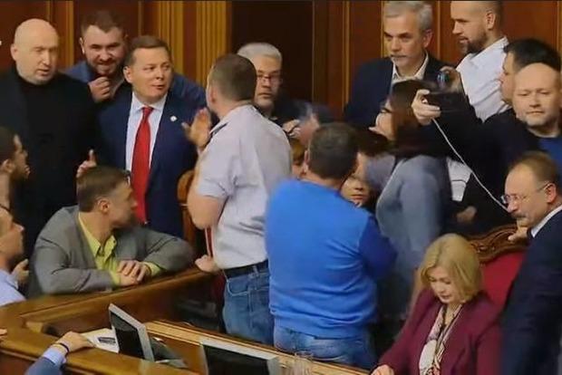 Ляшко заявил, что скандальная норма из законопроекта о Донбассе исключена. Самопомич отрицает это