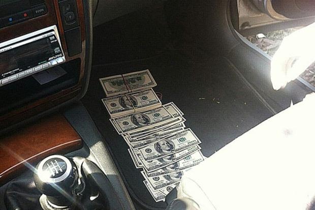 На Днепропетровщине владелец предприятия требовал взятку в 55 тысяч долларов
