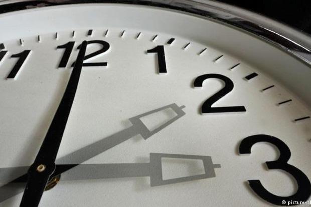 Украина перевела часы на летнее время