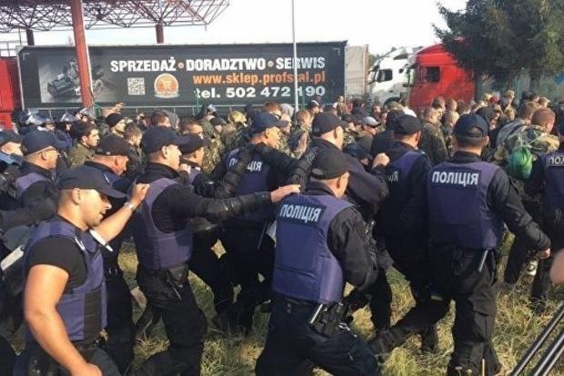Порошенко ехидно потроллил Саакашвили: Будет так же рваться в Грузию