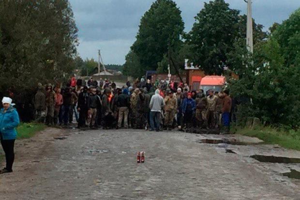 На Ровенщине произошли столкновения между полицией и копателями янтаря