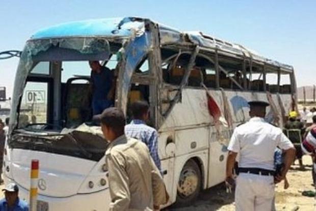 Число жертв нападения на автобус с христианами в Египте выросло