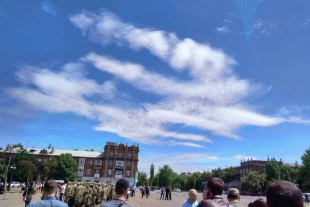 Во время принятия присяги бойцов батальона «Луганск-1» облака на небе сложились в трезубец