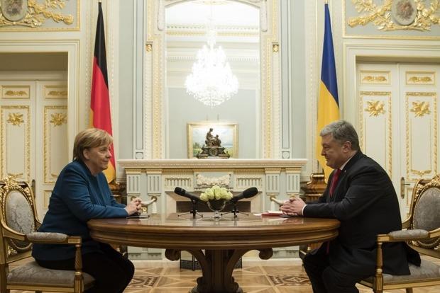 Немецкий канцлер в Киеве приветствовала военных на украинском языке