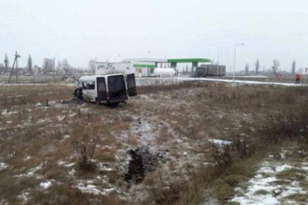 Натрасі Київ— Харків вантажівка зіштовхнулася із мікроавтобусом— загинув чоловік