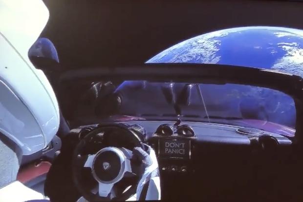 Илон Маск опубликовал видео со своей Tesla на орбите