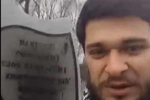 В Конотопе вандалы осквернили памятник жертвам Голодомора