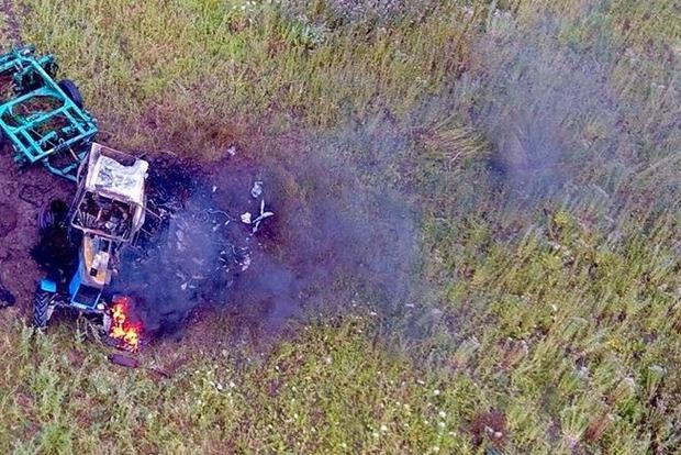 В Донецкой области в поле подорвался трактор, есть пострадавшие