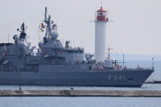 Появилось яркое видео учений военных кораблей НАТО в Одессе