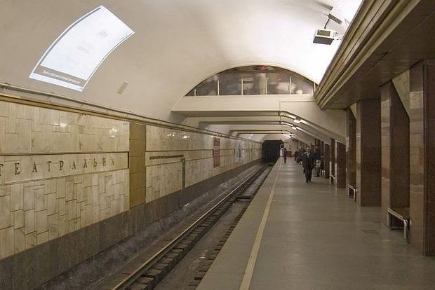 В Киеве остановились поезда на «красной» ветке метро