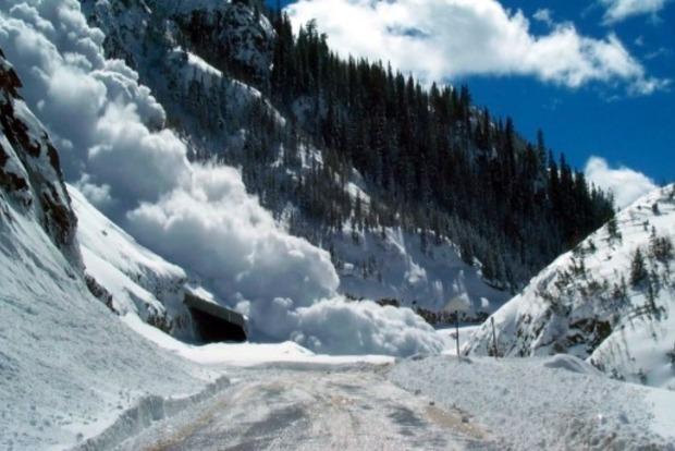 В Карпатах сохраняется опасность схода лавин