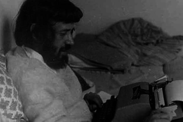 Умер автор стихов песни Гребенщикова «Над небом голубым...»