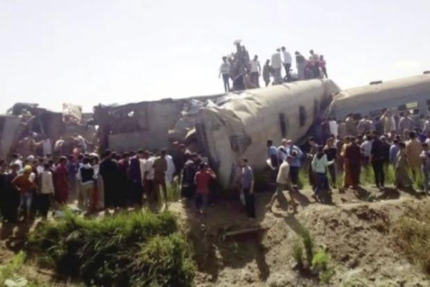 В Египте столкнулись два поезда. Жертвами стало около 30 человек (видео)