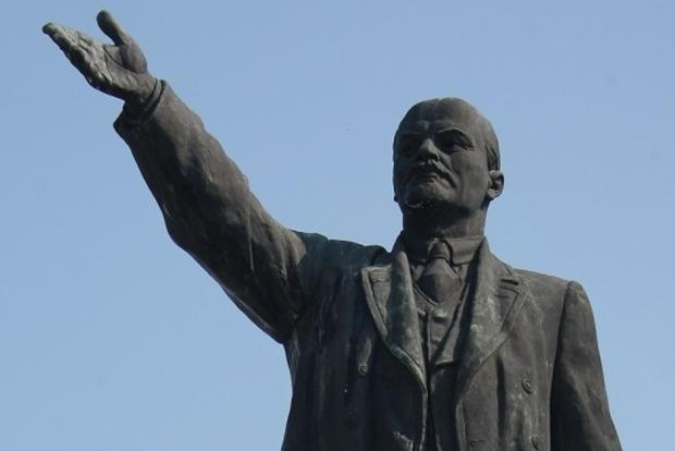В оккупированной Макеевке повалили памятник Ленину