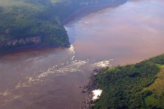 Два корабля столкнулись в Конго: не менее 27 человек погибли