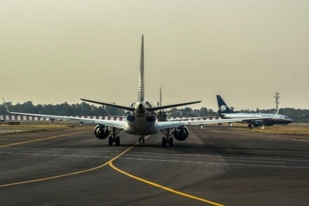 В Краснодаре самолет выкатился за пределы взлетно-посадочной полосы