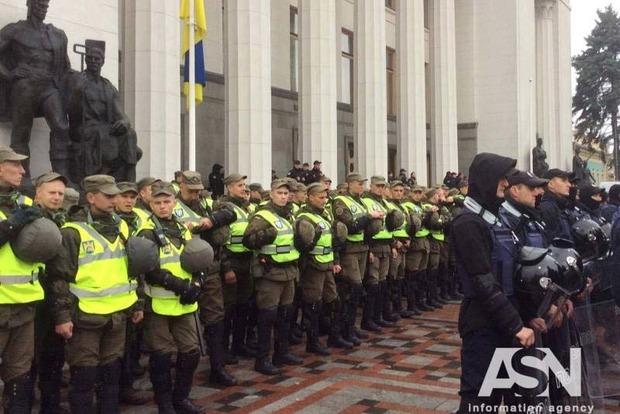 Правительственный квартал в Киеве перекрыт, работают 3,5 тысячи правоохранителей