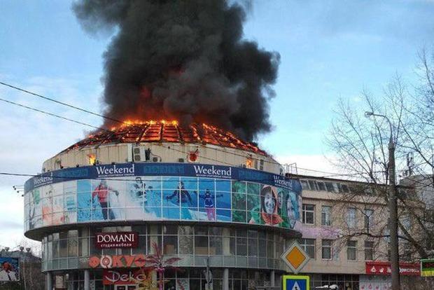 Торговый центр пылает в российском Архангельске (фото, видео)
