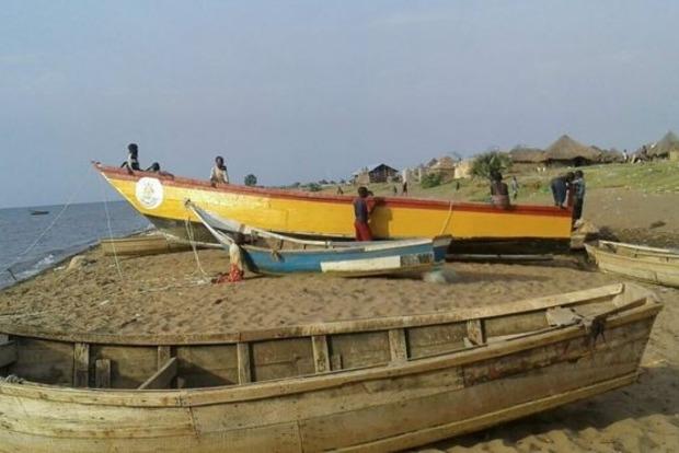 В Уганде перевернулось судно с футбольной командой, утонули 30 человек